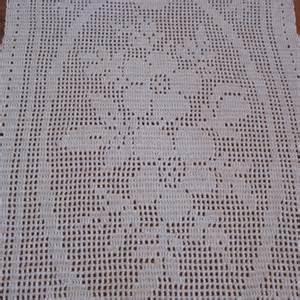 filet crochet table runner floral pattern natural color knit by design crochet on artfire