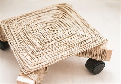 Woven Plant Holder - make a woven plant stand