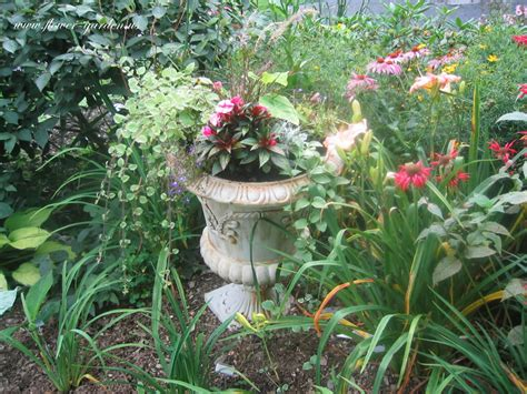 small flower garden gardens can be arranged to look