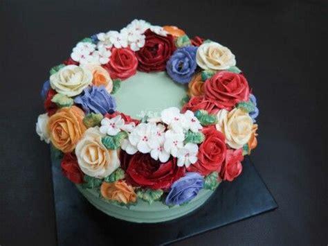 Wreath Style Korean Buttercream buttercream floral wreath cake sweetplantations korean buttercream floral cakes