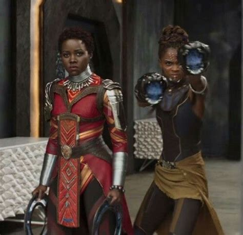 letitia wright vingadores lupita nyong o and letitia wright in black panther film