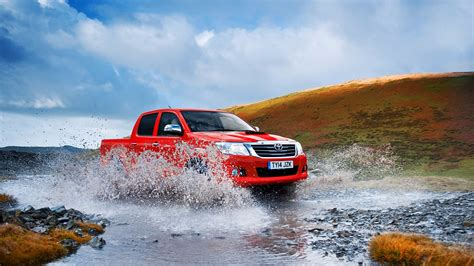 10 reasons the toyota hilux the earth