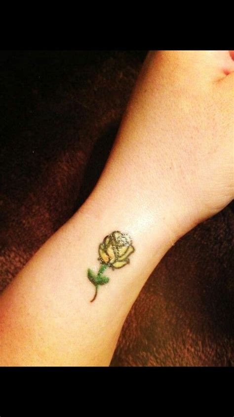 black and yellow rose tattoo best 25 yellow tattoos ideas on