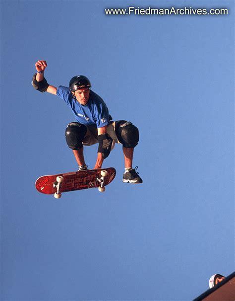 skate volante flying skateboard 8x10 300 dpi