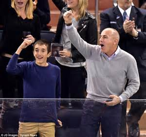 matt lauers son jack matthew lauer matt lauer and son jack cheer new york rangers at