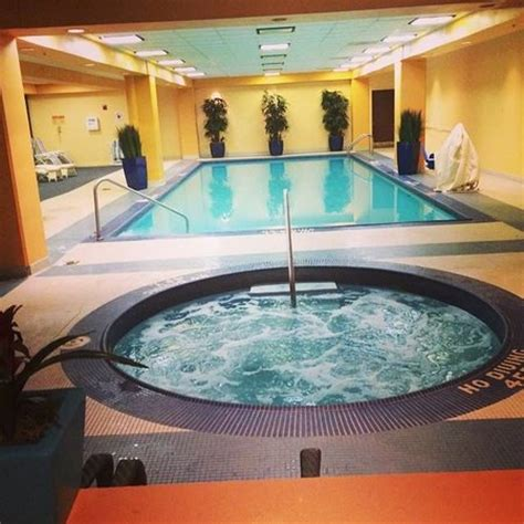 tub and pool picture of wyndham cleveland at