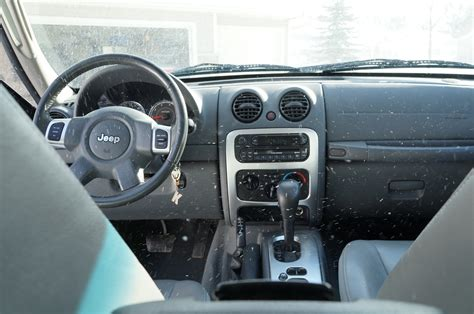 jeep liberty limited interior 2005 jeep liberty interior pictures to pin on pinterest
