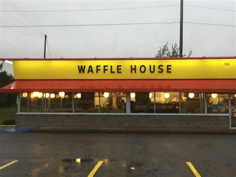 the nearest waffle house the waffle house near me 28 images 2 arrested following waffle house robbery