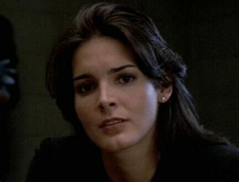 actress who played claire kincaid angie harmon law and order law and angie harmon