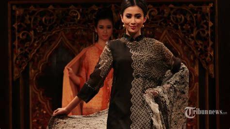 Foto Baju Batik Danar Hadi gaya busana modis itu menurut sains jika padanan warnanya seimbang tribunnews