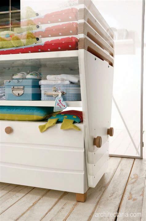 Mainan Replika Binatang Besar Komodo menata dan mendekorasi interior ruangan untuk bayi