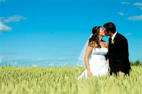 Your Wedding Photography by Free Wedding Promo 2011 Brian Zinchuk Publishing