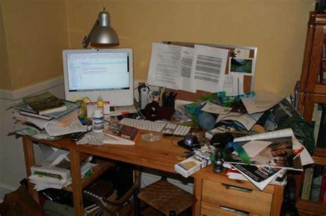 dem schreibtisch tb43 techblog43 chaos und ordnung auf dem