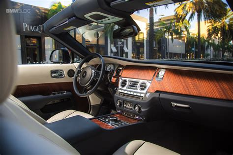 roll royce interior 2016 rolls royce dawn named luxury car of the year
