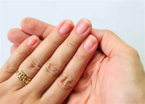 how to file nails 2 easy ways to file your nails wikihow