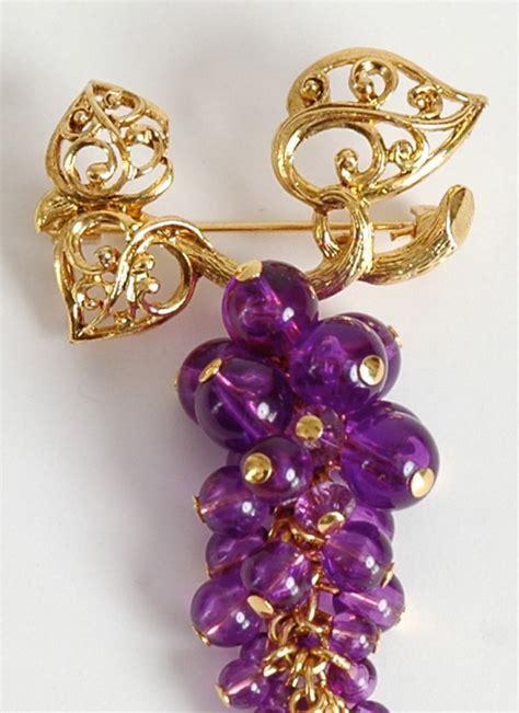 vintage Avon purple lucite grape cluster brooch   Hemlock