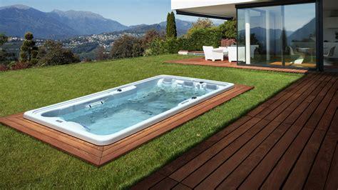 outdoor whirlpool laufende kosten swim spas im garten spa
