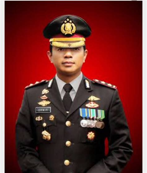 Pakaian Dinas Upacara yuk mengenal jenis jenis seragam polisi di indonesia