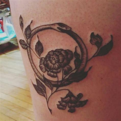 ouroboros tattoo on finger 23 best tatts images on pinterest tattoo ideas