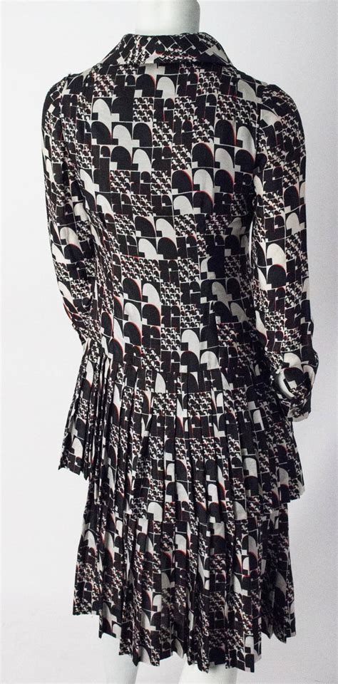 Sale Fashion 6376 80s silk black and white tiered fractal print dress for sale at 1stdibs