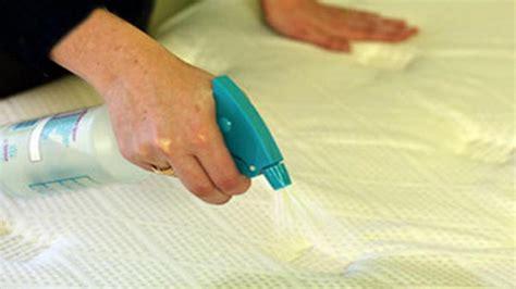 quitar manchas colchon tips para sacar manchas y el mal olor de tu colch 243 n la