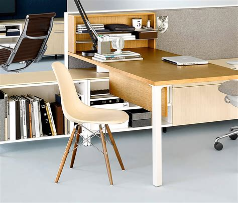Eames Bistro Table Eames Molded Wood Side Chair Restaurant Chairs From Herman Miller Architonic