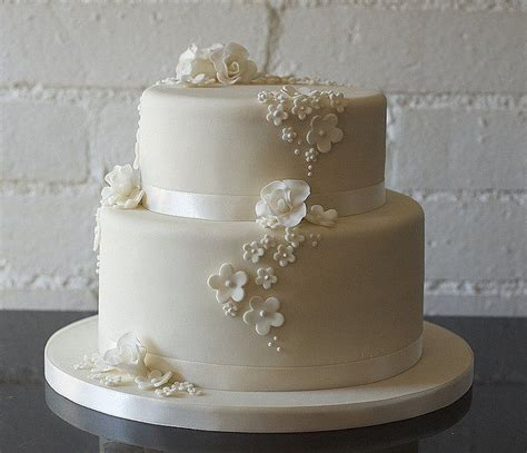 white 2 tier wedding cake 17 best ideas about two tier cake on wedding