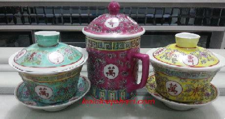 Teh Hitam Tjap Keris mug bertutup antik dan cawan teh koleksi johari