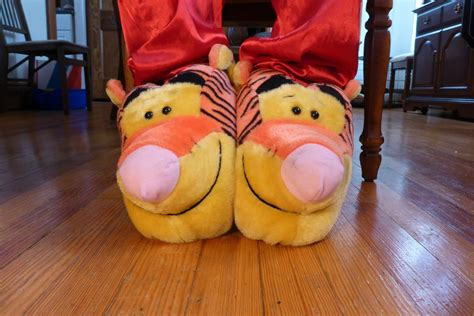 tigger slippers tigger slippers front by exilelink on deviantart