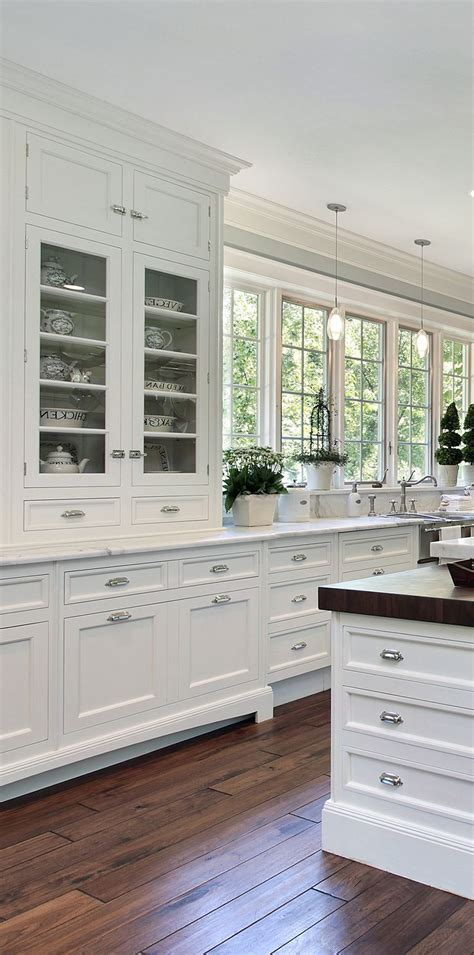 kitchen designs with white cabinets best 25 traditional white kitchens ideas only on