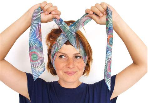 comment porter un bandeau dans les cheveux comment attacher bandeau 224 cheveux comme cl 233 opatre