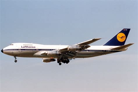 Lufthansa Airways lufthansa boeing 747 200 new livery features