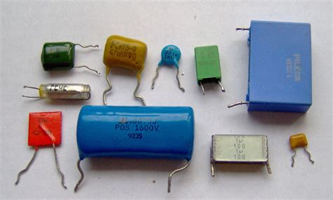 capacitor radio circuit types of capacitors