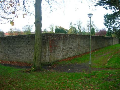 file bellfield walled garden jpg wikimedia commons