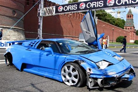 bugatti eb110 crash crashed bugatti in moscow racing event autoevolution