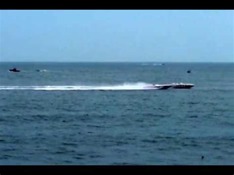 cigarette boat racing youtube offshore powerboat racing dueling cigarette boats in