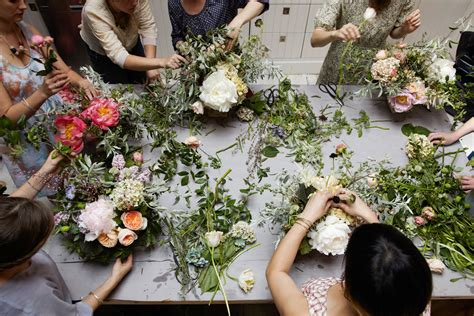 flower arranging class about little flower school