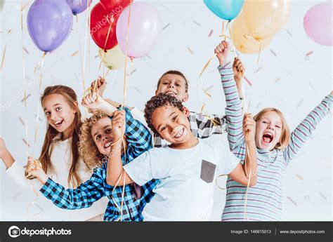 imagenes de jesus riendo ni 241 os riendo y divirti 233 ndose fotos de stock