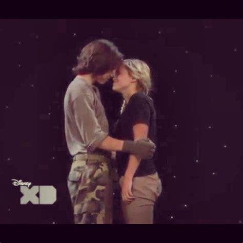 Leo Howard And Olivia Holt Leo Howard Pinterest To | olivia holt and leo howard almost kissing celebrities