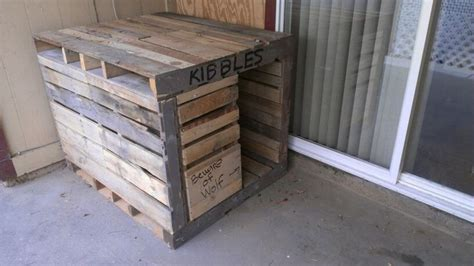 dog house built out of pallets pallet dog house diy pinterest