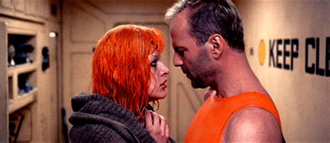 milla jovovich and bruce willis the fifth element animated gif
