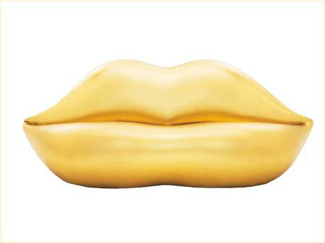 divano a bocca il divano bocca dorato di gufram per i 50 anni dell