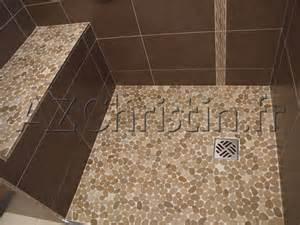 salle de bain italienne galets