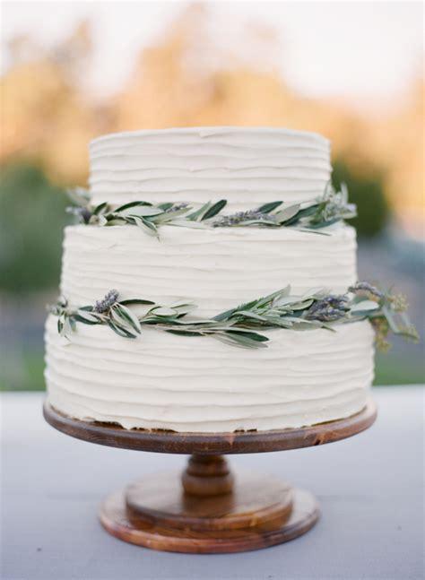 simple ways to pull off a minimalist chic wedding theme