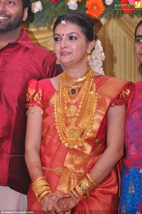 Recent Wedding Photos by Saranya Mohan Reception Stills 00292 Kerala9