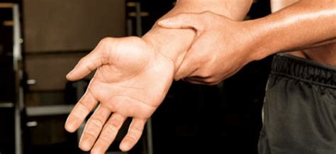 wrist pain from benching how to deal with wrist pain muscle fitness