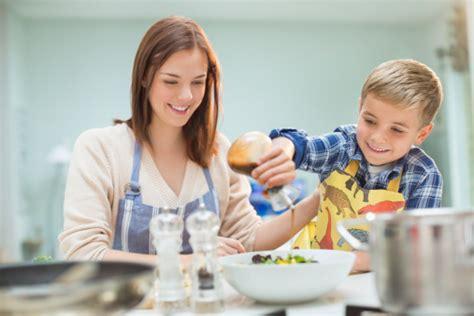 imagenes niños cocinando integrar a los ni 241 os en la cocina hace que estos coman