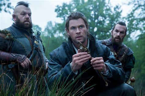 film fantasy z chrisem hemsworthem the huntsman winter s war review star studded cast