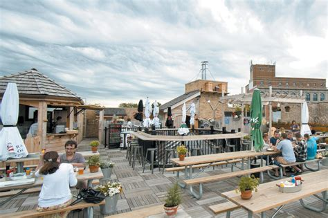 roof top bars chicago best rooftop bars in chicago for outdoor drinking and city views