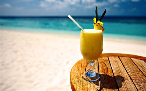 cocktail drinks on the beach pin beach cocktails on pinterest